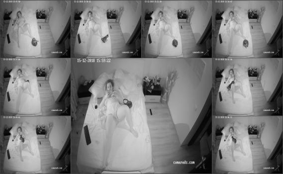 Spy brunetka in home (33)