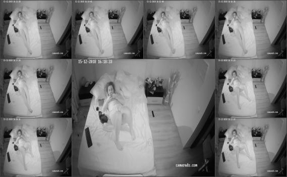 Spy brunetka in home (34)
