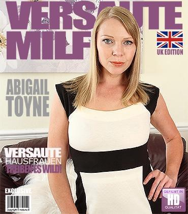 Mature - Abigail Toyne (EU) (40) - Britische MILF fummelt herum