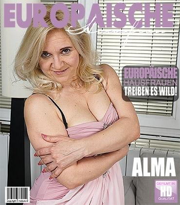 Mature - Alma (40) - Freche Hausfrau fingert sich selbst