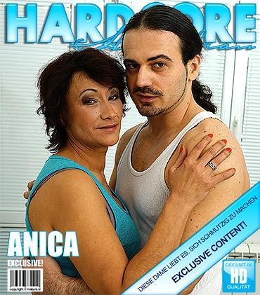 Mature - Anica C. (43) - Haarige Hausfrau fickt und saugt