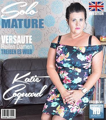 Mature - Katie Coquard (EU) (44) - Britische kurvige Hausfrau spielt mit sich selbst