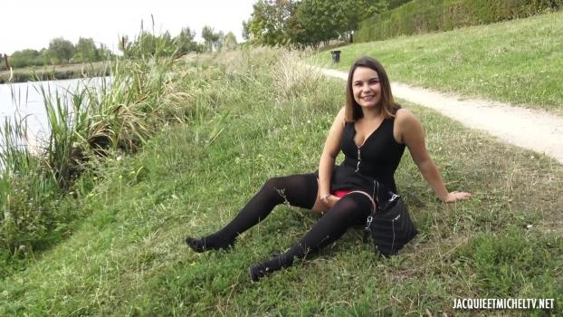 jacquieetmicheltv-19-09-18-bruna-22-years-old-french.jpg