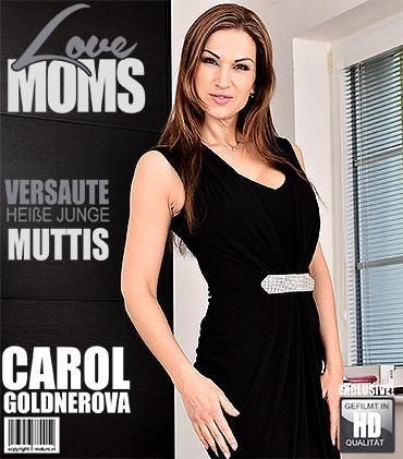 Mature - Carol Goldnerova (36) - Heiße mama fingert sich selbst