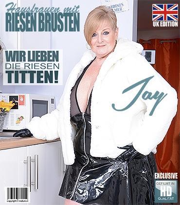 Mature - Jay (EU) (54) - Große Schöne Hausfrau Jay zeigt ihre großen Titten