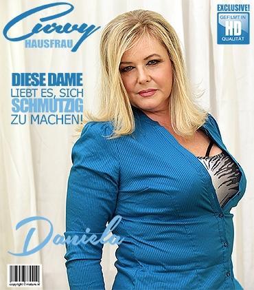 Mature - Daniela (45) - kurvige Hausfrau Daniela spielt mit sich selbst  Mature.nl
