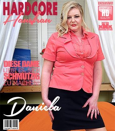 Mature - Daniela (45) - kurvige Hausfrau Daniela knallt ihren Toyboy  Mature.nl