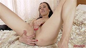 allover30-19-10-04-amelia-mature-pleasure.jpg