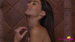 lanewgirl-19-10-06-natalia-nix-shower.jpg