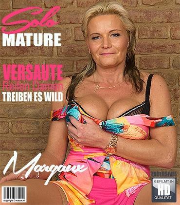 Mature - Margaux M. (44) - Geile Hausfrau Margeaux fingert sich selbst