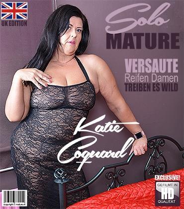 Mature - Katie Coquard (EU) (44) - Britische kurvige Dame fingert sich selbst