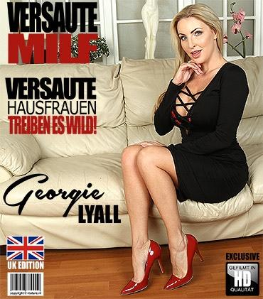 Mature - Georgie Lyall (EU) (33) - Britische MILF Georgie Lyall fingert sich selbst  Mature.nl