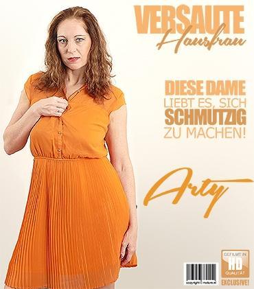 Mature - Arty (39) - Geile Hausfrau Arty spielt mit ihren Vibrator  Mature.nl