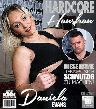 Mature - Daniela Evans (EU) (42) - Freche Hausfrau Daniela Evans fickt und saugt  Mature.nl