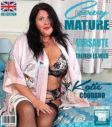 Mature - Katie Coquard (EU) (46) - Britische kurvige Dame fingert sich selbst