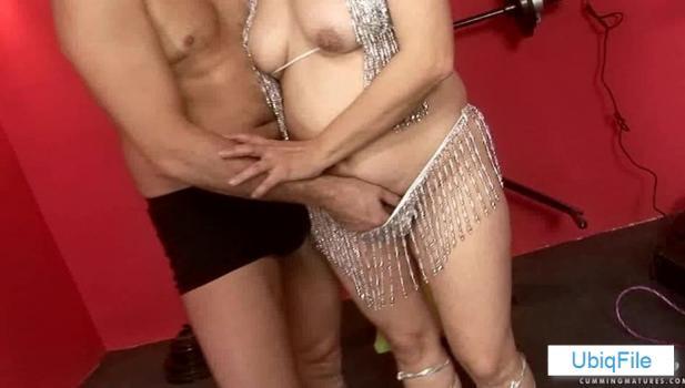 Cumming mature: Ximena
