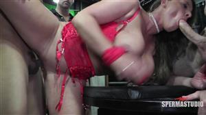 sperma-studio-19-10-13-sexy-susi-red-couch.jpg