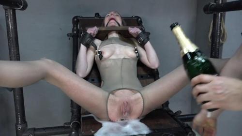 Sparkling pussy fisted – Karina. 2018-03-02. Amateure-Xtreme.com (45 Mb)