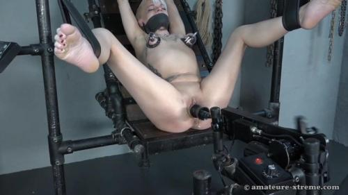 Fucking machine in use – Lola Devil. 2018-04-20. Amateure-Xtreme.com (61 Mb)