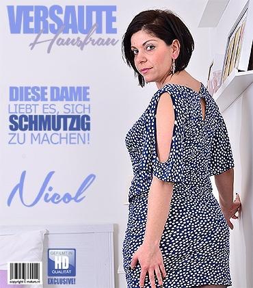 Mature - Nicol (31) - Geile Hausfrau Nicol spielt mit sich selbst