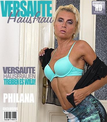 Mature - Philana (44) - Geile Hausfrau fingert sich selbst
