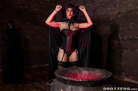 hotandmean-19-10-23-isis-love-and-ariella-ferrera-milf-witches-part-1.jpg