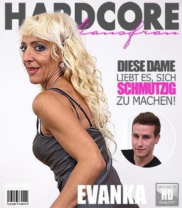 Mature - Evanka (47) - Freche Hausfrau fickt und saugt
