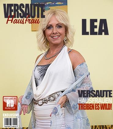 Mature - Lea (52) - Schöne reife Dame zeigt sich