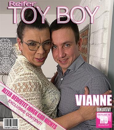 Mature - Vianne (42) - Haarige Hausfrau knallt ihren Toyboy