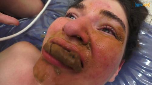 Face_Shitting_-_Bruna_Carol_Castro_Babi_Ventura